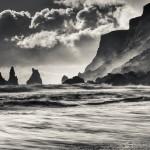 Reynisdrangar fotograferat från Vík, Island - Foto: Viktor Sundberg