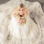Vacker brud fotograferad uppifrån | Cecilie - Foto: Viktor Sundberg