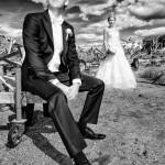 Brudgum i förgrunden | Linda och Calle - Foto: Viktor Sundberg