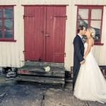Brudpar i kustmiljö | Linda och Calle - Foto: Viktor Sundberg