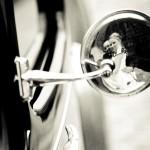 Brudpar i backspegeln | Gia och Gaston - Foto: Viktor Sundberg