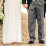 Brudpar hand i hand | Sofia och Niclas