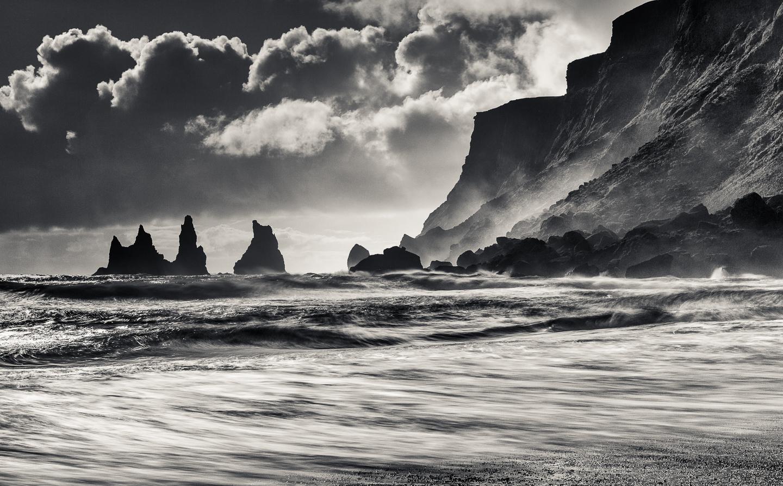 Reynisdrangar från Vik - Foto: Viktor Sundberg