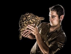 Daniel med sköldpadda - Foto: Viktor Sundberg