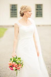 Brud med bukett - Foto Viktor Sundberg